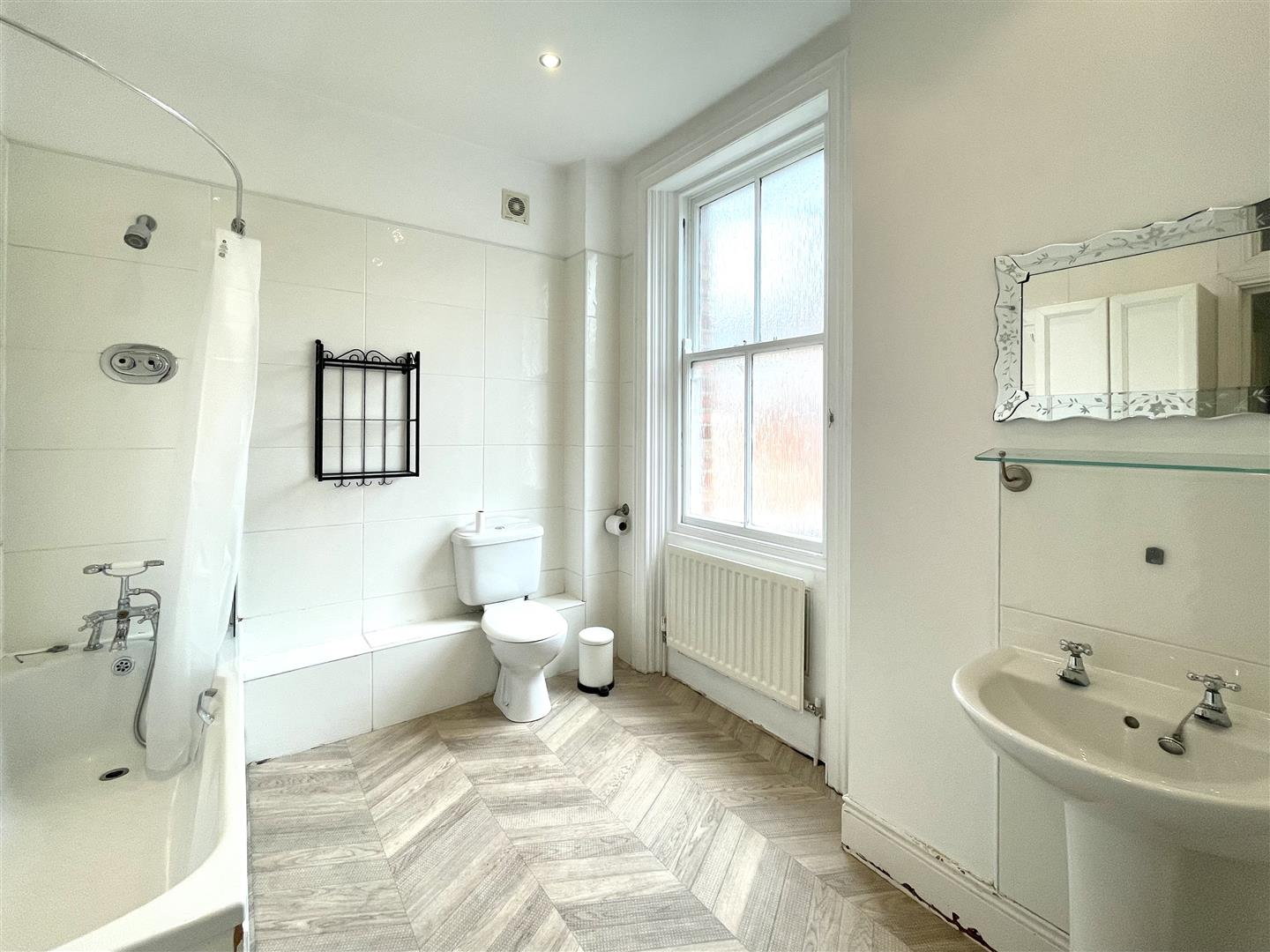 Queens Road Newcastle Upon Tyne, 6 Bedrooms  House - terraced ,Sold (STC)